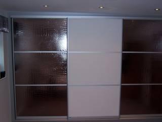 Runway style wardrobe with crocodile leather Bravo London Ltd DormitoriosClósets y cómodas