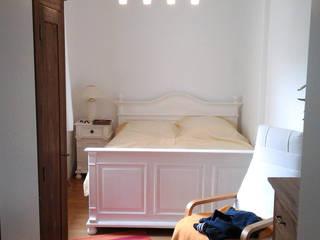 Mediterranes Bet aus Holz in Weiß:  Schlafzimmer von Massiv aus Holz