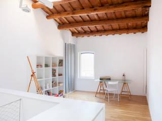 Viladecavalls House CABRÉ I DÍAZ ARQUITECTES Ruang Studi/Kantor Minimalis