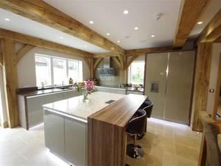 A stylish & modern design with a vintage charm Nhà bếp phong cách hiện đại bởi PTC Kitchens Hiện đại
