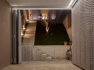 Viladecavalls House CABRÉ I DÍAZ ARQUITECTES Minimalistische garage