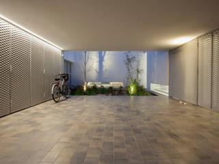 CABRÉ I DÍAZ ARQUITECTES Minimalistische garage