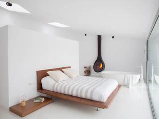 Dormitorio con bañera Dormitorios de estilo minimalista de CABRÉ I DÍAZ ARQUITECTES Minimalista