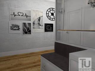 """""""Nowoczesna klasyka"""" w przedpokoju.: styl , w kategorii Korytarz, przedpokój zaprojektowany przez TU Design"""