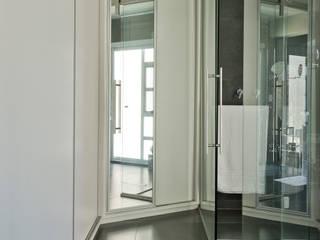 Ruang Ganti by Estúdio IR