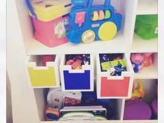 Estante para brinquedos e livros: Quarto infantil  por Fernanda Bahia Arquitetura e interiores