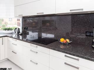 GRANMAR Borowa Góra - granit, marmur, konglomerat kwarcowy Cocinas de estilo clásico Piedra