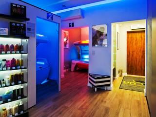 projekt wnętrz salonu opalania - zdjęcie: styl , w kategorii Powierzchnie handlowe zaprojektowany przez easy project