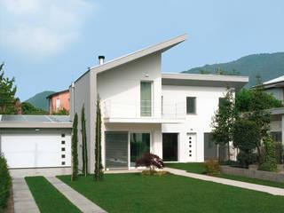 Casa moderna in legno: Casa di legno in stile  di Marlegno