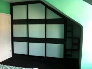 Unusual spaces wardrobes Bravo London Ltd DormitoriosClósets y cómodas