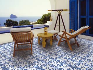 NEOCIM Décor Lis Azur : Terraços  por Kerion Ceramics