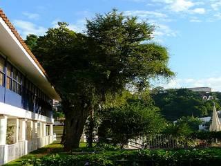 Hotel moderni di Tato Bittencourt Arquitetos Associados Moderno