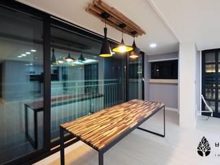 몰운대롯대캐슬 Modern Dining Room by 비자림인테리어 Modern
