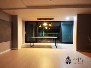몰운대롯대캐슬 Couloir, entrée, escaliers modernes par 비자림인테리어 Moderne