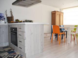 ESTUDIO DUSSAN Eclectic style kitchen