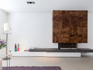 Verbouwing stadswoning Minimalistische woonkamers van B-TOO Minimalistisch