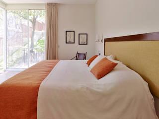la recamara Excelencia en Diseño Dormitorios de estilo colonial Ladrillos Beige