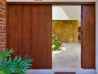 Excelencia en Diseño Colonial style window and door Solid Wood Brown