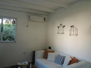 Salon moderne par Estudio ZP Moderne Bois Effet bois