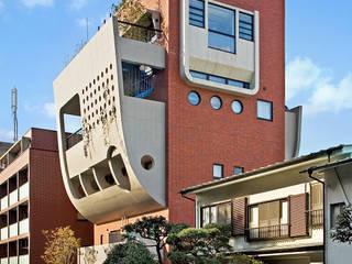 レンガタイルとコンクリート打放仕上の外観: モリモトアトリエ / morimoto atelierが手掛けた家です。