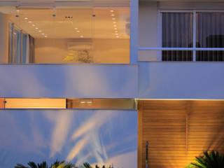 BRAVIM ◘ RICCI ARQUITETURA Casas de estilo moderno