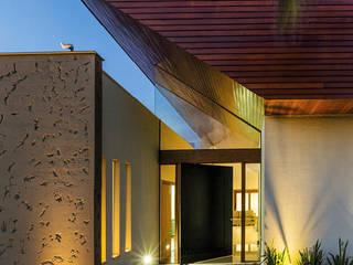 Casas modernas de BRAVIM ◘ RICCI ARQUITETURA Moderno