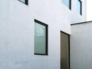 Casas estilo moderno: ideas, arquitectura e imágenes de Molcajete Arquitectura Interiores Diseño Moderno