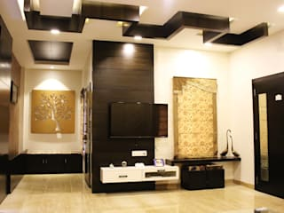 Duplex in Indore:  Living room by Shadab Anwari & Associates.