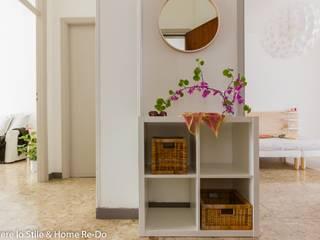 Vivere lo Stile Vestíbulos, pasillos y escalerasCómodas y estanterías Contrachapado Blanco