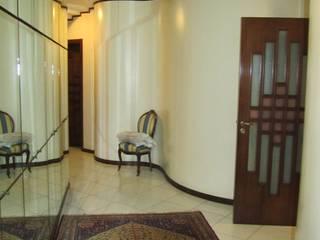 Interni: Ingresso & Corridoio in stile  di Cesario Art&Design, Classico