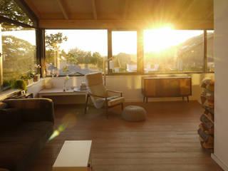 Glückauf Vier: skandinavische Wohnzimmer von K2 Architekten GbR