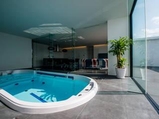 Modern pool by 門一級建築士事務所 Modern