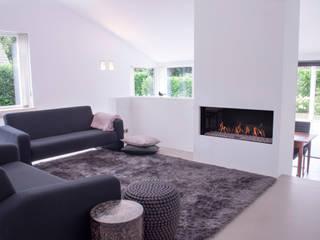 Salas / recibidores de estilo  por IJzersterk interieurontwerp