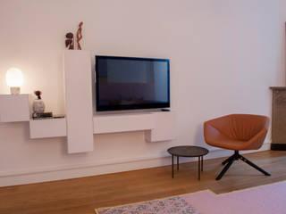 tv hoek in woonkamer:  Woonkamer door IJzersterk interieurontwerp, Modern