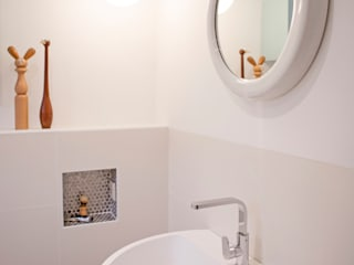 modern Bathroom by IJzersterk interieurontwerp