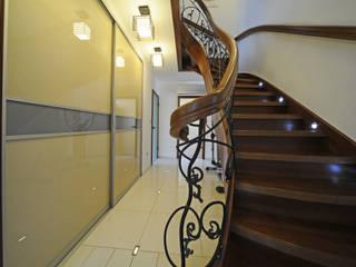 Dom jednorodzinny Tworóg Eklektyczny korytarz, przedpokój i schody od Art-Deko Pracownia Projektowa Eklektyczny