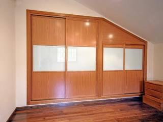 COCINAS Dormitorios modernos: Ideas, imágenes y decoración de CLICK COCINAS Y ARMARIOS Moderno