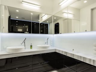Modify- Architektura Wnętrz Modern bathroom Marble