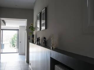 Maison à Limoges 2016: Couloir et hall d'entrée de style  par Jean-Paul Magy architecte d'intérieur