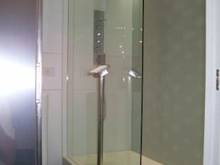 abitazione 60 mq - zona lago di Garda - : Bagno in stile  di Studio Punto In, Moderno