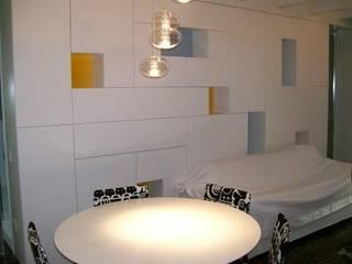 abitazione 60 mq - zona lago di Garda - : Soggiorno in stile  di Studio Punto In, Moderno