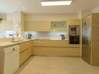 EXKLUSIF, diseño de cocinas. Josep Lluis Lai Gastronomía de estilo moderno Acabado en madera
