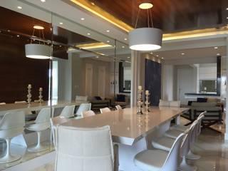 Apartamento A.T: Salas de jantar  por Saviski Arquitetura