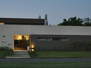 CASA M - Estudio Fernandez+Mego: Casas de estilo  por Estudio Fernández+Mego