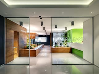 Barra&Barra Srl Modern offices & stores Wood