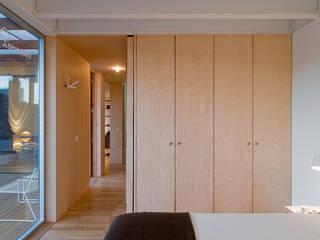 Jular Madeiras Dormitorios de estilo minimalista Contrachapado Acabado en madera