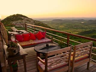Duo Arquitetura Country style balcony, veranda & terrace Wood Multicolored