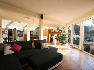 Penthouse in Weinheim Moderne Wohnzimmer von Immobilienphoto.com Modern