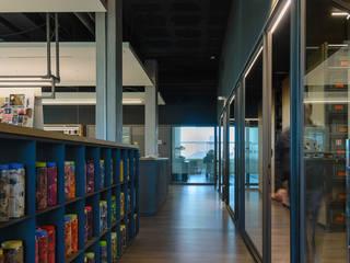 Oficinas Josep Lluis Lai Estudios y despachos de estilo moderno