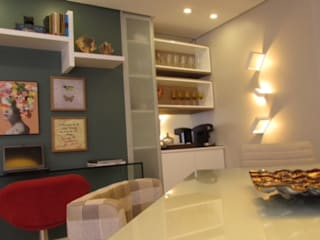 SALA DE JOVEM CASAL Salas de jantar modernas por DIÂMETRO INTERIOR DESIGN Moderno